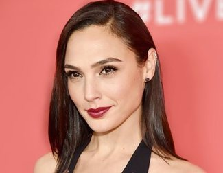 Twitter is angry with Gal Gadot's post about Stephen Hawking